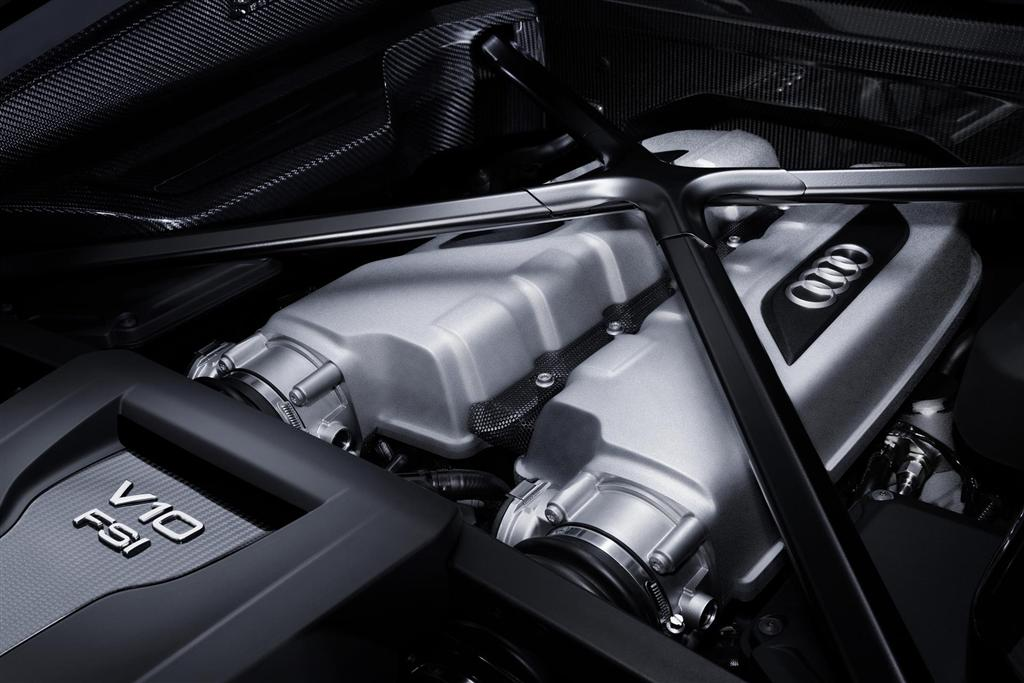 Audi-R8-V10-Plus-engine